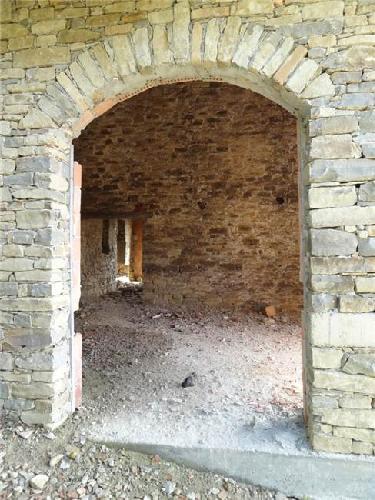 Af te werken stenen woning op 2 km van murazzano langhe for Schapenboerderij te koop