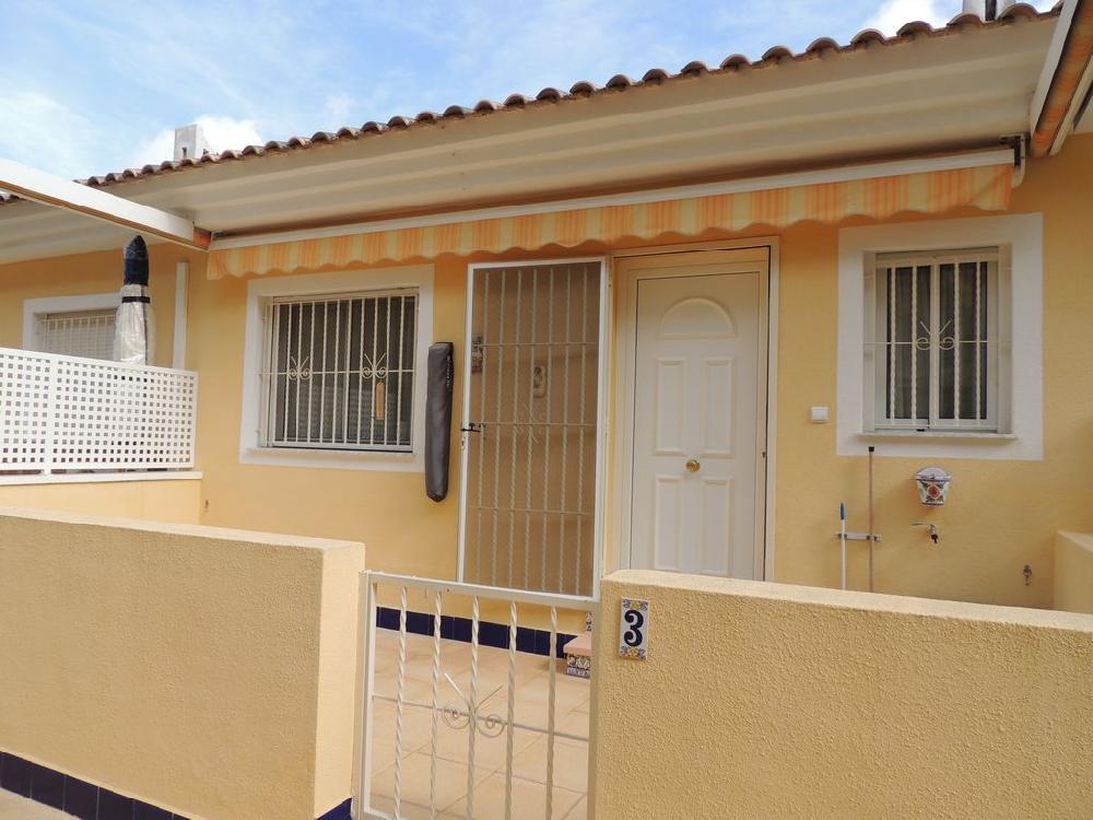 REF 939: Erg leuke woning met 2 slaapkamers en 2 badkamers € 79.500 ...