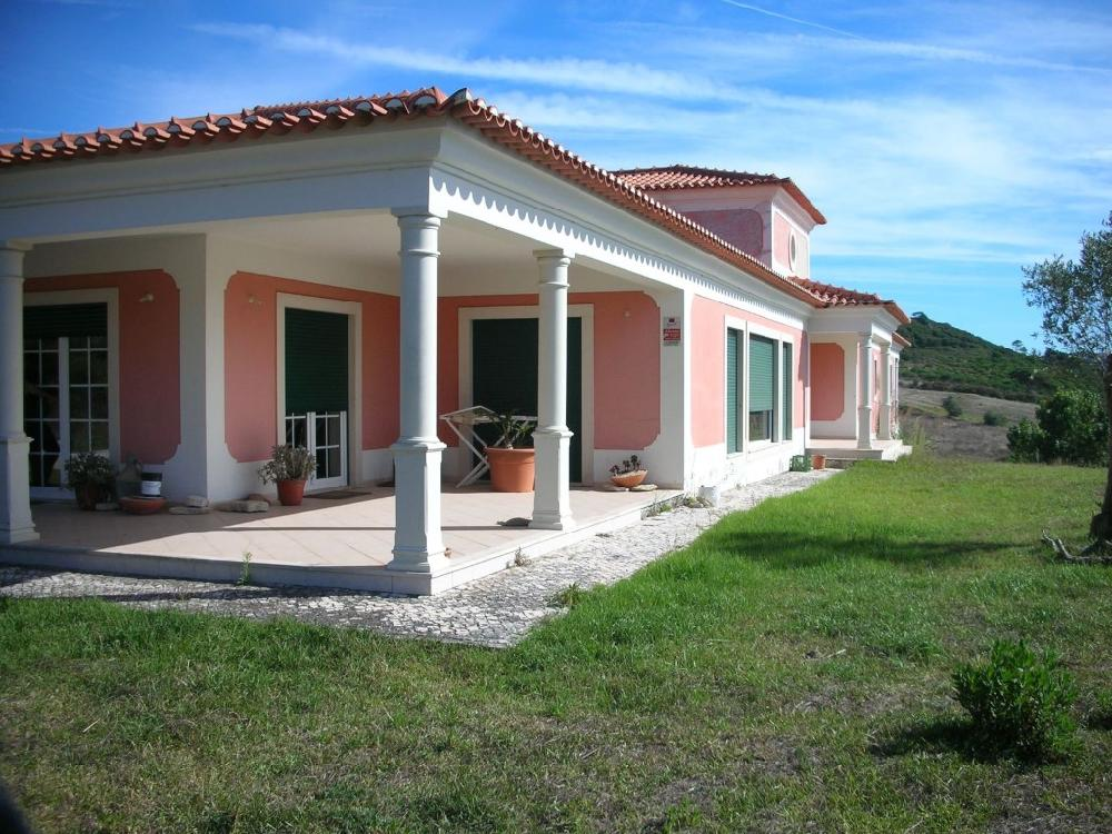 Beautiful 4 bedroom house with 9320m2 land obidos area for Beautiful four bedroom houses