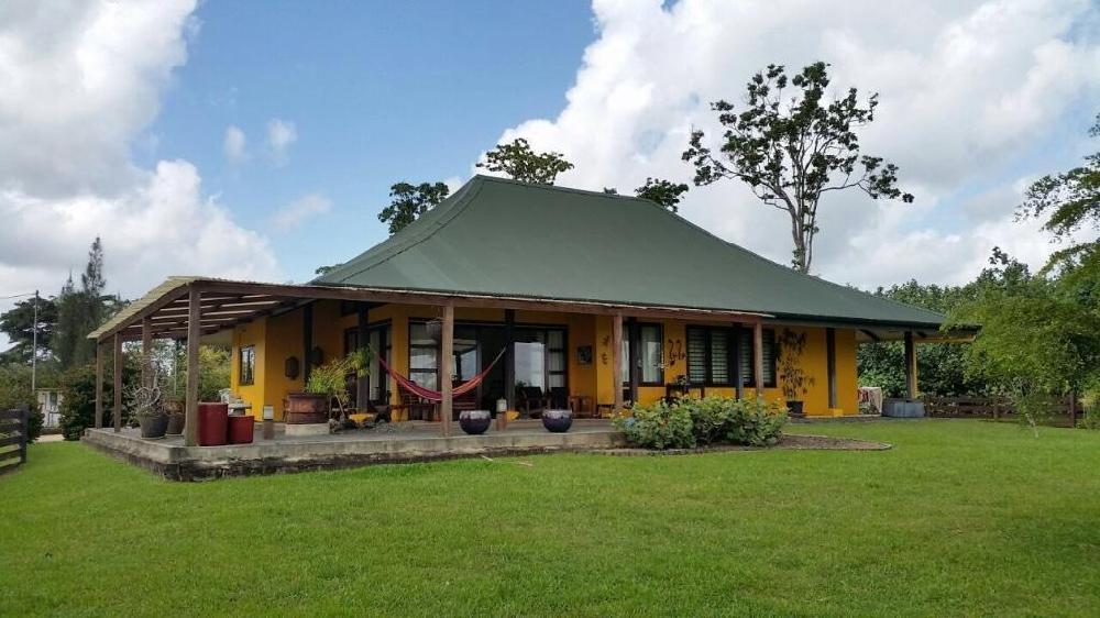 Surinames mooiste woning 750000 for Huis te koop in amerika