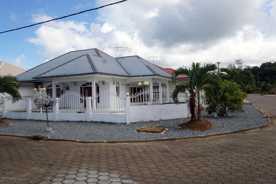 Te koop woning met zwembad in suriname kwatta 114000 for Huis te koop in amerika